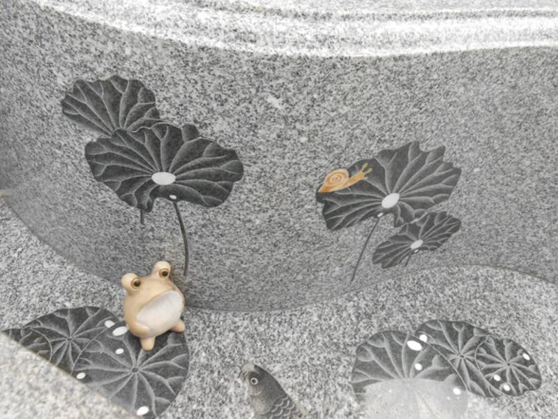 花、葉の象嵌加工と蛙の小物