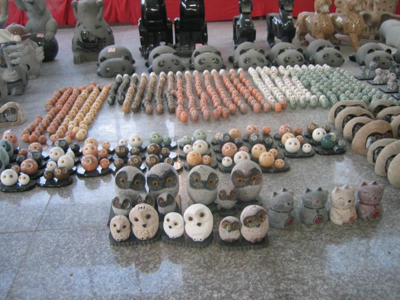 フクロウ、猫、猿、招き猫などの動物キャラクターの石像、石碑の加工一例