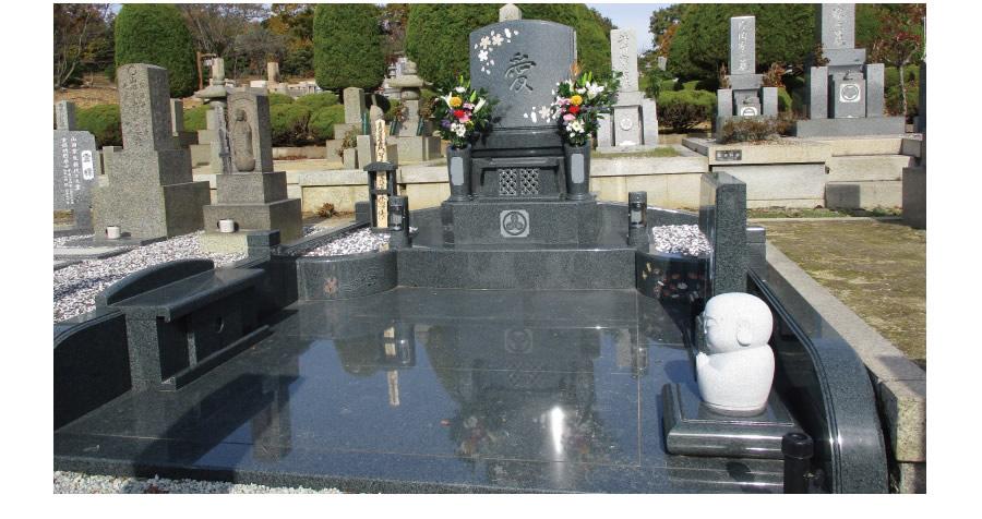 墓石デザインされたお墓の様子。